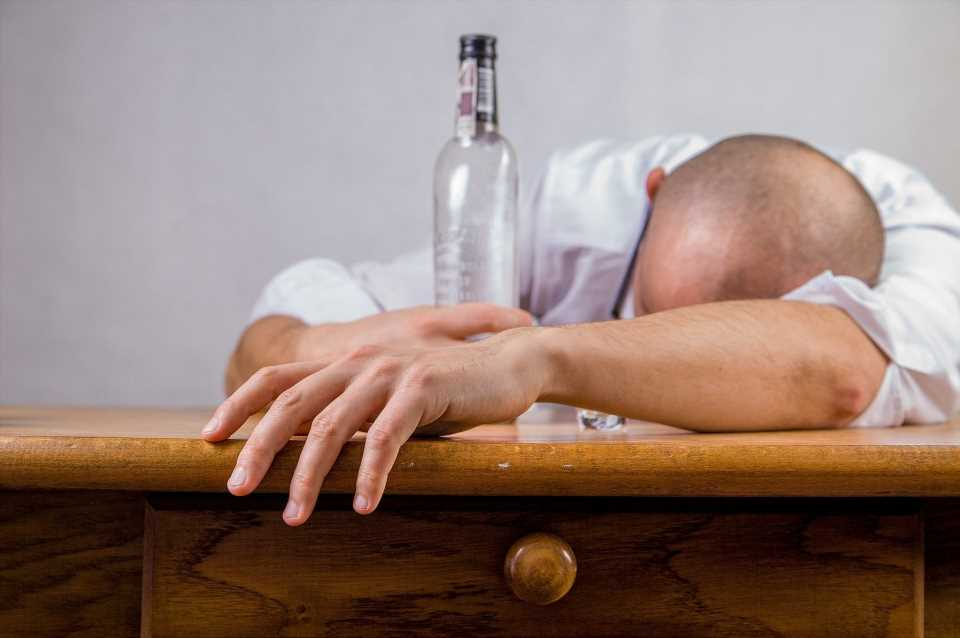 Alcohol use disorder strongly linked to suicide risk, study finds