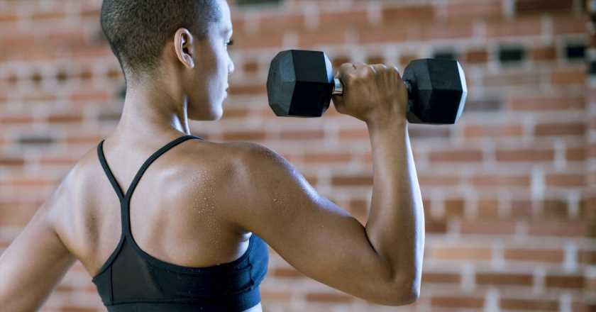 The best arm exercises to do from home (that don't require a huge variety of dumbbells)
